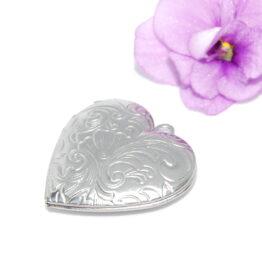 Nemesacél szív alakú mintás nyitható medál szelence