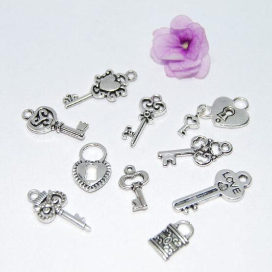 Ezüst színű kulcsok lakatok charm fityegők