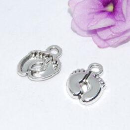 Ezüst színű dupla baba talp charm fityegő