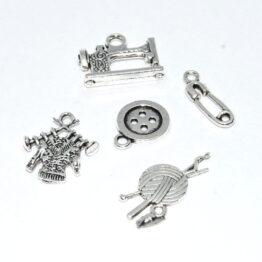 Ezüst színű varrás charm fityegők